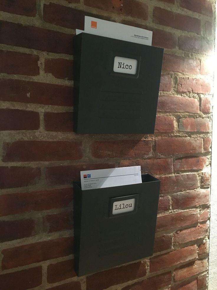 Boîtes à rangement de courriers dans l'entrée 📬📩📦📃