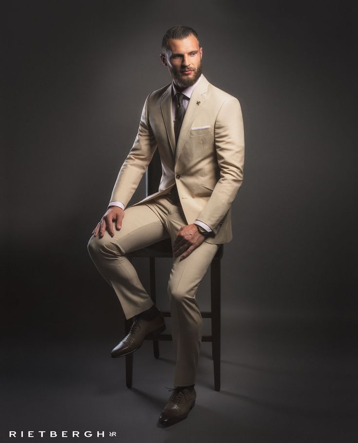 Beige wedding suit - Beige trouwpak Beige wedding suits - Beige trouwpakken - suits - maatpakken - trouwpakken - trouwpak op maat - bruin trouwpak - Rietbergh - menswear - fashion - wedding trends -