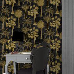 Besoin d'évasion ? Osez notre intissé COCONUT GROVE !   Différentes sortes de palmiers luxuriants se dévoilent sur ce papier peint aux tons noir et or. Cette nature exotique vous offre une ambiance tropicale et une déco tendance et très élégante, invitant au voyage.