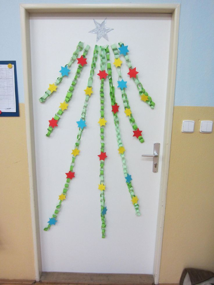 vánoční stromeček z papírových řetězů