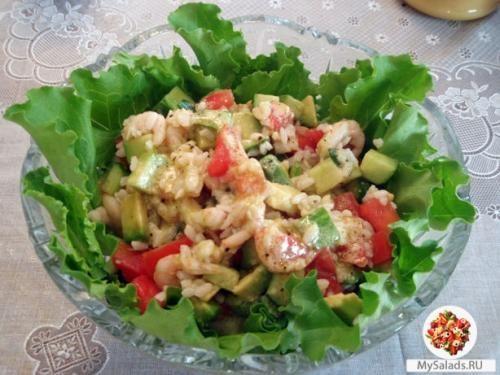 Салат с авокадо и креветками и кедровыми орешками