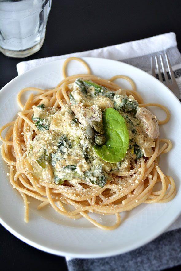 ROMIGE SPINAZIE-KNOFLOOK-PASTA ● Een voordelig en simpel receptje voor een smeuïge pasta met verse spinazie: http://hallosunny.blogspot.nl/2015/03/romige-spinazie-knoflook-pasta.html