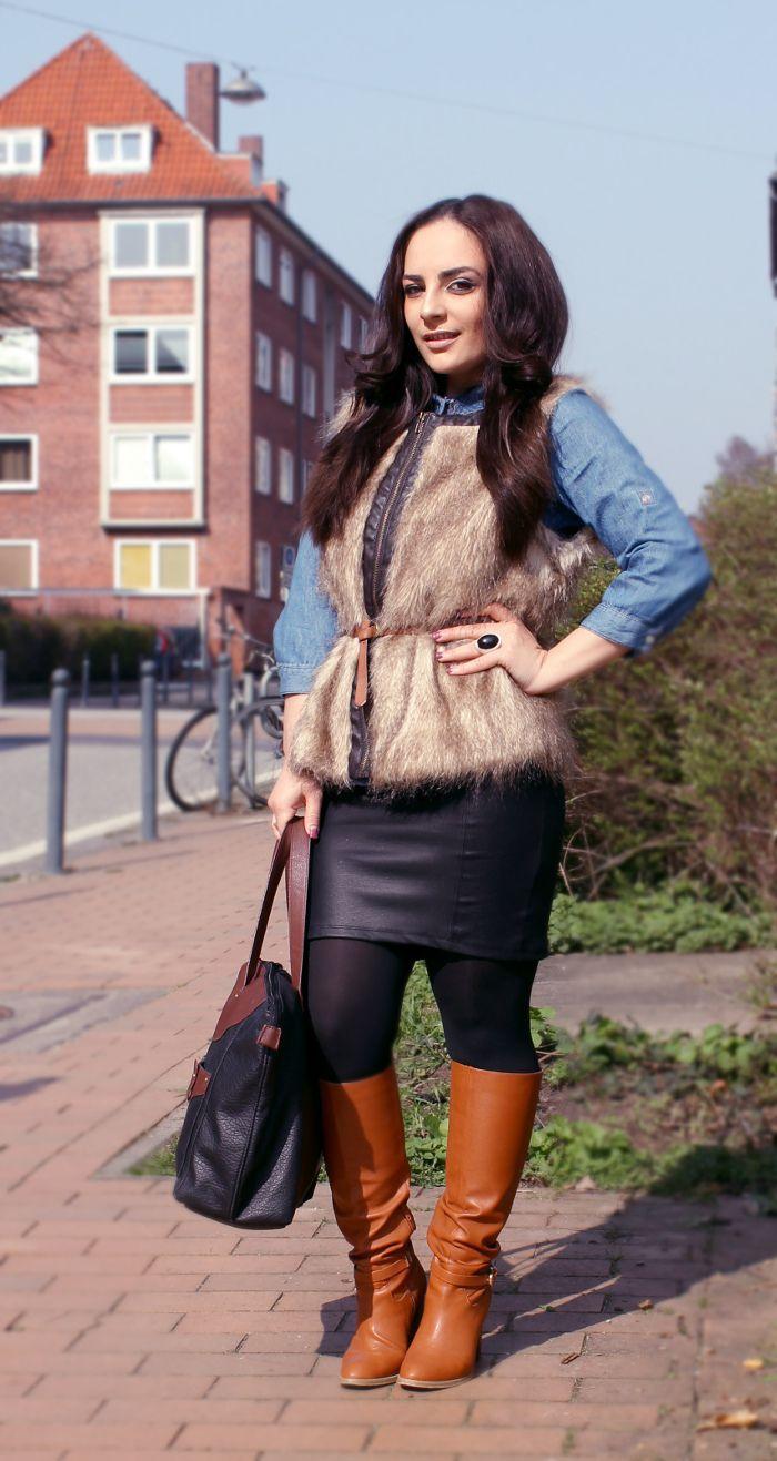 Bloggerin Arevik von http://moderiamia.de/ kombiniert ihre Stiefel zur Fellweste und Jeansbluse.