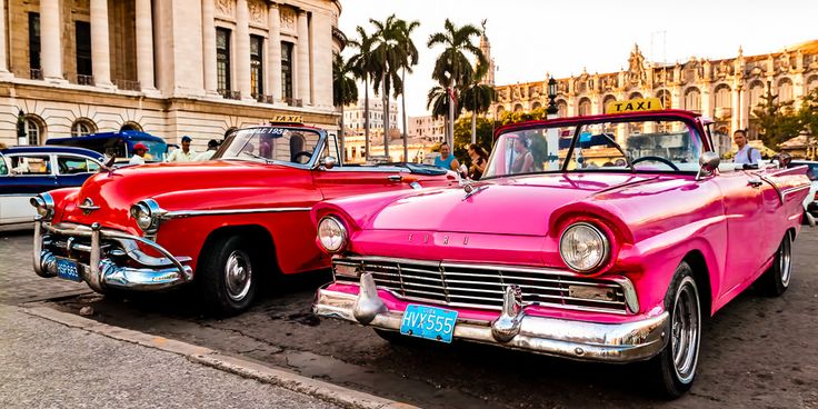 #Amerikanische #Oldtimer Wagen, ein alltägliches Bild auf den #Straßen #Kubas © shutterstock