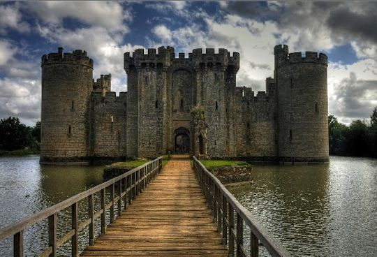 Bodiam Castle    This castle is located in Robertsbridge, East Sussex, England. It was built in 1385 an it is a medieval moat castle.