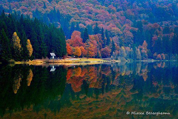 Lacul Sfanta Ana, #Romania #Harghita #LaculSfantaAna #DescoperaRomania #Excursii #Vacanta #ObiectiveTuristice #ShiftTour #Travel #Holiday http://shift-tour.ro/descopera-romania/1086-lacul-sfanta-ana
