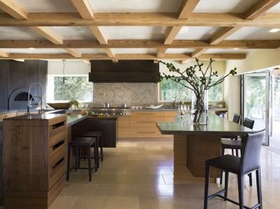 For this ground floor #kitchen, designing a layout that would fit many #appliances and provide ample storage space while avoiding a #warehouse feeling was the challenge put to designer Vernon Applegate of Applegate Tran Interiors. #SanFrancisco home #interiordesign