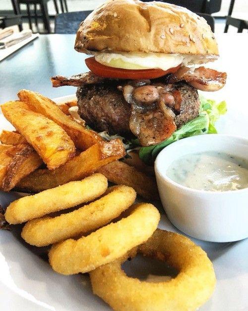 hamburger di carne di maiale-manzo con pancetta.