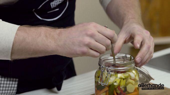 Kijk wat een handige video op Allerhande! Instock - inmaken in zuur