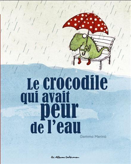 Un petit crocodile a peur de l'eau, il ne peut pas jouer avec ses frères et…