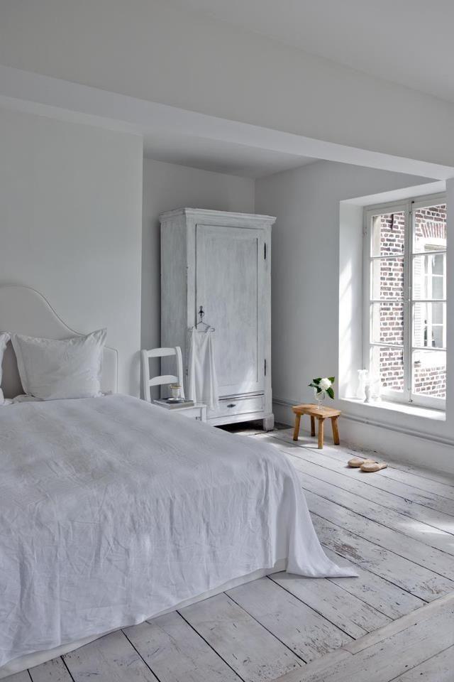 White bedroom white floor,