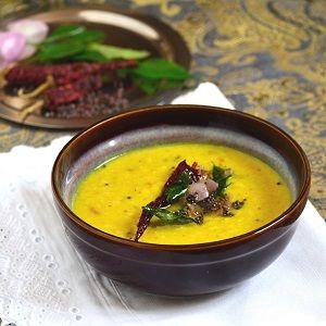 Wegetariańskie danie nazywaneParippu Curry to fasolka mung przyrządzona w…