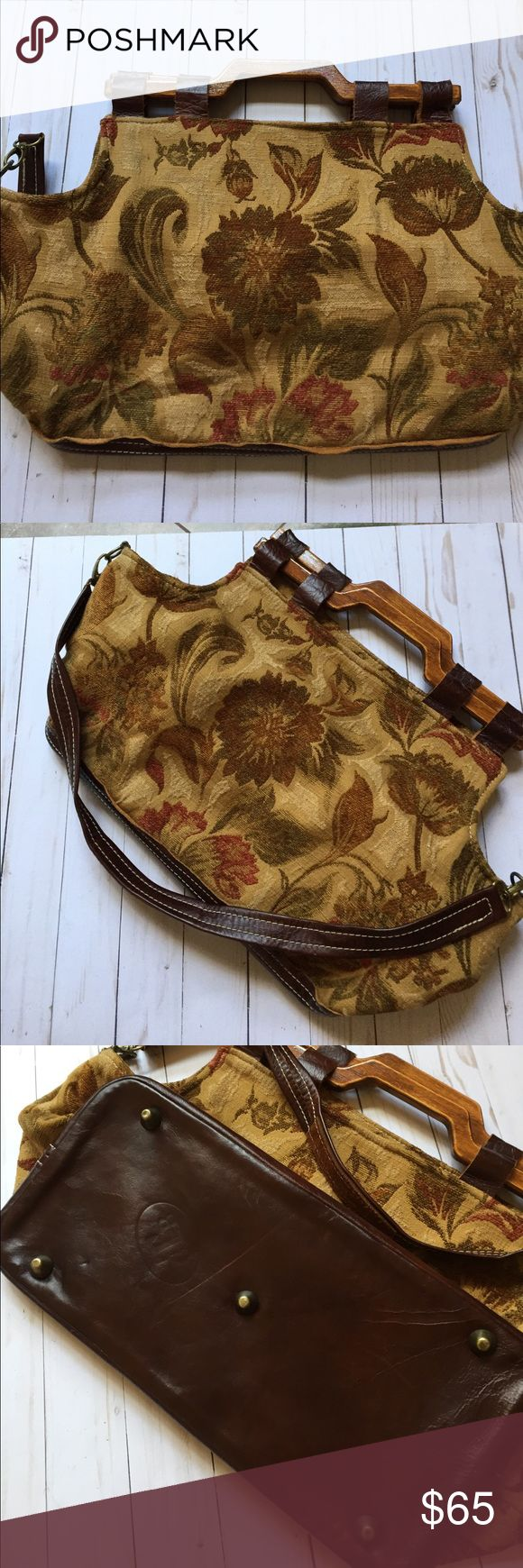 Carpet cross body bag Un carried, wood bottom many pockets inside. Shoulder strap comes off, wood handles. Well put together. texas carpet baggers Bags Crossbody Bags