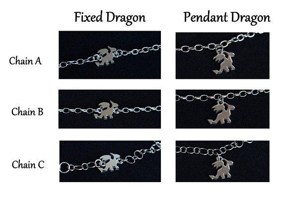 Questo versatile bracciale è formato da una catena in argento 925 e un drago, realizzato a mano. Mi sono ispirata alla serie trono di spade che adoro.  Bracciale perfetto da indossare solo o insieme ad altri bracciali. Ideali per se stessi o come regalo per una persona cara.  --- Dettagli --- Materiale: argento 925. Finitura: graffiata/ lucida Dimensione drago: circa 1,5 x 1,2 cm (0,59x0,47) Chiusura: Moschettone  *** COME ORDINARE *** 1. Nel primo menù a tendina, seleziona la lunghezza ...