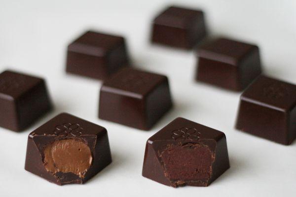 Fyldte chokolader med hindbærtrøffel