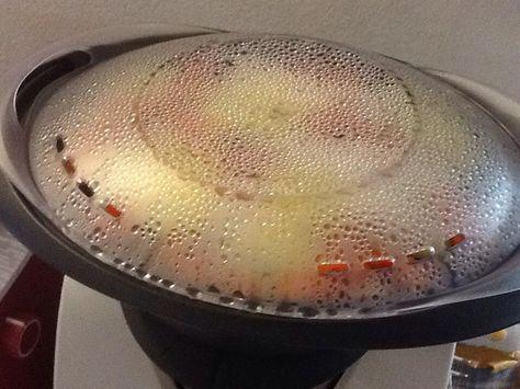 Vediamo alcune ricette per la preparazione dei primi piatti al Varoma.. Linguine ai gamberoni Ingredienti un mazzetto (tritato) prezzemolo 10 (puliti) gamberoni 30 g olio extravergine di oliva uno …