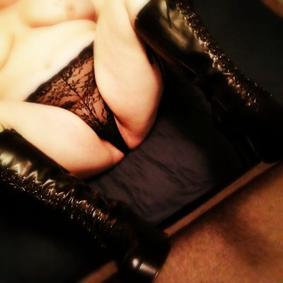 Bedroomial - Sex toys, silliness, and smutty stories!: Wicked Wednesday - Fuck Me Boots (NSFW)
