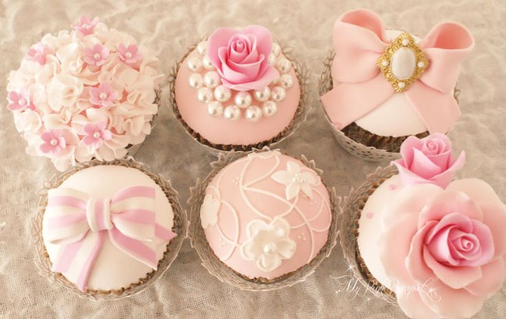 ピンクを基調としたカップケーキ。6デザイン、製作いたしました