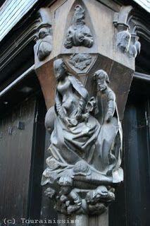 Sculptures sur bois de la maison datant du XVe siècle au 2 rue du Change à Tours.