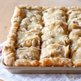 Apple Slab Pie.  Pie for the lazy, clumsy, and disenchanted.  Perfect pie for me! #fall #thanksgiving #gameday