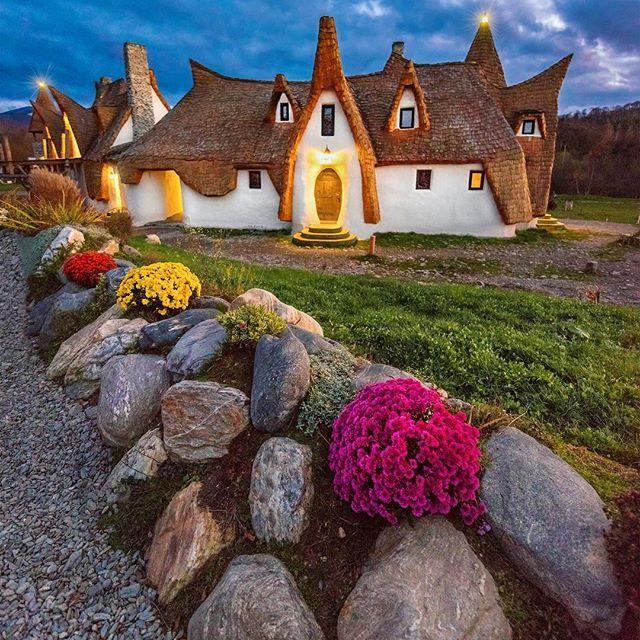 Hobbiton Hotel in Translyvania, Romania with @experienceromania  Castelul de Lut Valea Zanelor