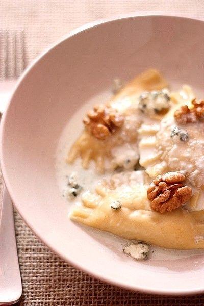 Ravioles au poulet et aux noix, sauce au roquefort | Gourmandiseries - Blog de recettes de cuisine simples et gourmandes