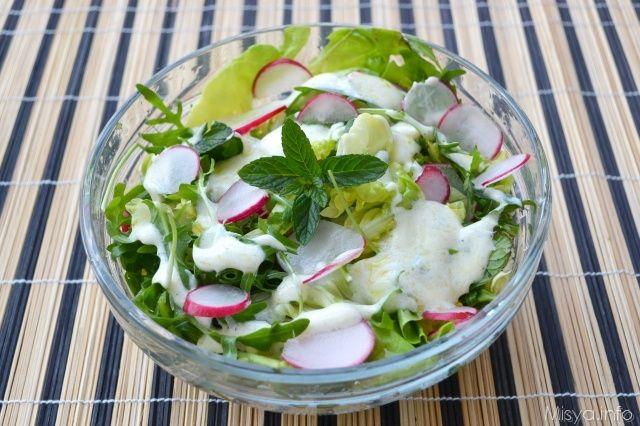 Insalata con lattuga rucola e ravanelli, scopri la ricetta: http://www.misya.info/ricetta/insalata-con-lattuga-rucola-e-ravanelli.htm
