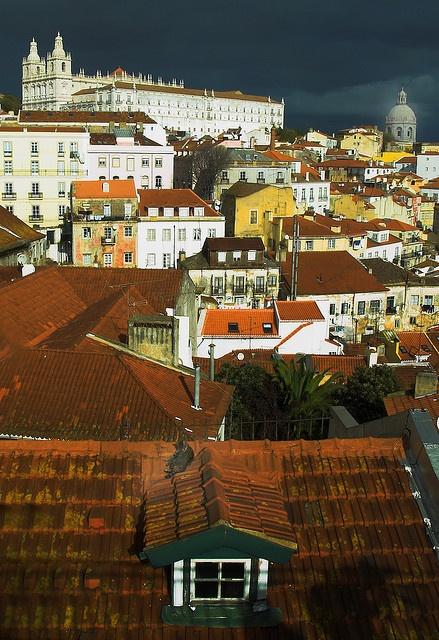 Narrow streets, beautiful monuments at old district #Alfama, #Lisboa, #Portugal