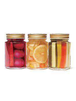 Doremi Farm(ドレミファーム)の特製ピクルス左から 紫人参のピクルス 玉ねぎ&パプリカ&レモンのピクルス きゅうり&セロリ&パプリカのピクルス 各¥630