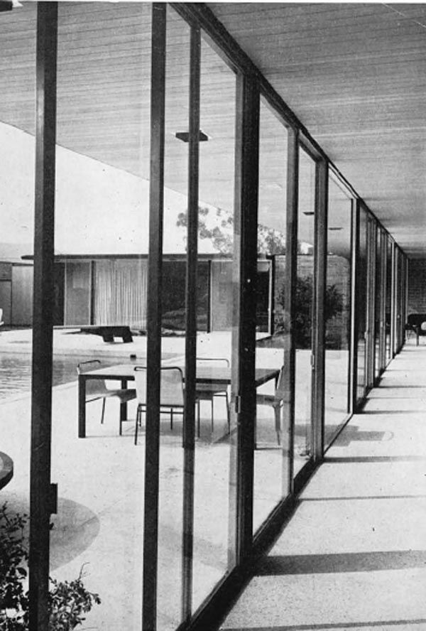 """Hoffman House / Case Study House nº 17. The case study houses all made the """"outdoors"""" indoors."""