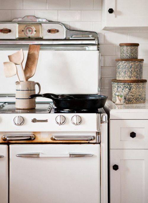 , Farmhouse Kitchens, Kitchens Canisters, Decor Idea, White Kitchens