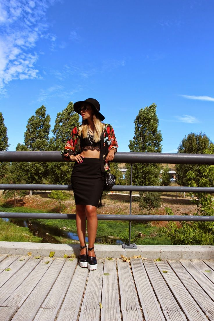 The black hat is back! http://perolamakeupblog.blogspot.pt/2014/08/outfit-hat-is-back.html