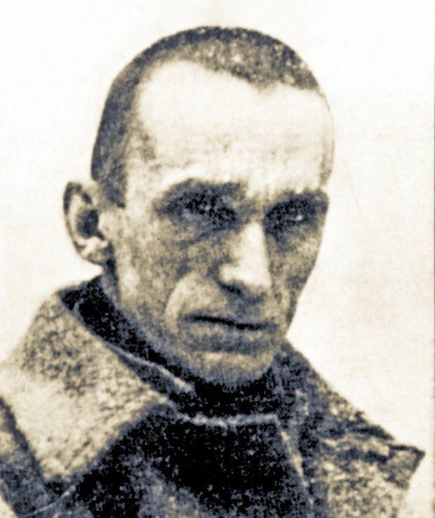 4 września 1926 r. za napad rabunkowy sąd doraźny w Lidzie skazał na śmierć znanego później pisarza, dwudziestoparoletniego Sergiusza Piaseckiego i jego kompana Antoniego Niewiarowicza. W ciągu 24 godzin mieli zostać rozstrzelani, ale prezydent Ignacy Mościcki okazał im łaskę.