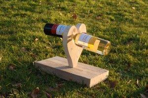 """Wijnrek """"Love""""  Geschikt voor 2 flessen wijn. Heb je een bruiloft in het vooruitzicht? Geef dan eens dit hartvormige wijnrek cadeau. Tip: maak het cadeau compleet met wijnflessen met etiketten van bv de huwelijkskaart. Prijs: € 17,95 (excl. wijn)"""