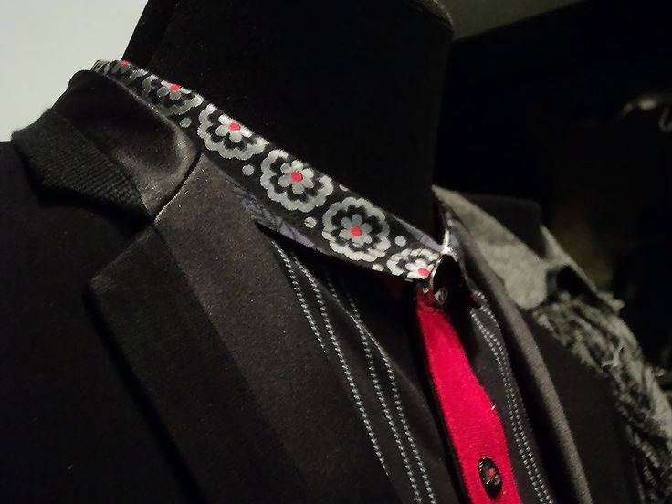 Printed Collar and Red Placket.