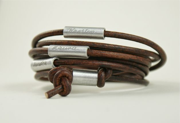 Für Papa: Lederarmband mit Gravur der Liebsten / cute gift idea für dads, leather bracelet with name of family members by Tanja Braun via DaWanda.com