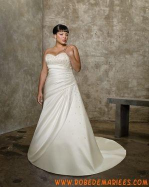 Robe simple en satin agrémentée de plis et de perles robe de mariée grande taille