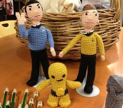 Fuente: http://socialdesiboyz.tumblr.com/post/54009313117/crochet-spock-and-kirk
