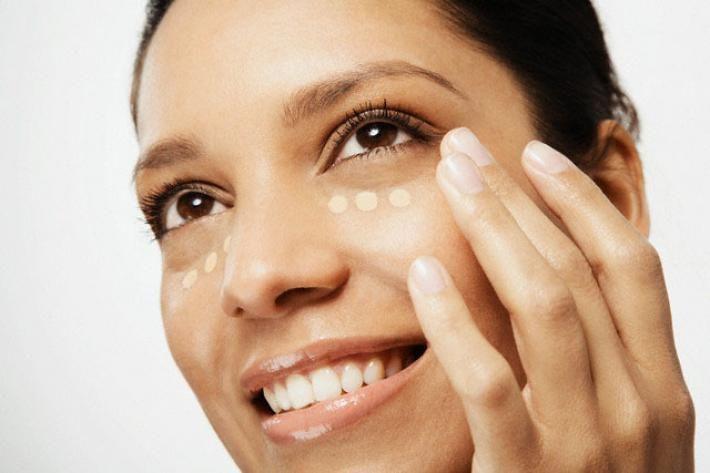 Met deze make-up tips oog je meteen fris.