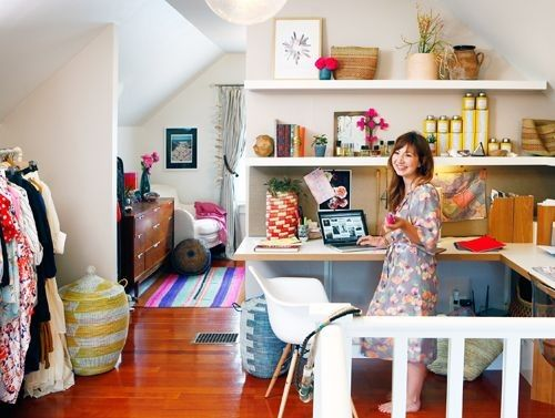 pretty mommy inc.: Attic Work Spaces, Bedrooms Offices, Home Offices Spaces, Design Mom, Interiors Spaces, Small Workspaces, Pretty Ideas, Small Spaces, Pretty Mommy