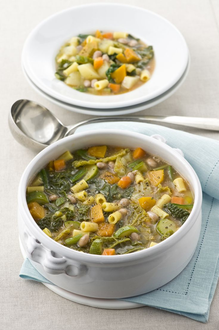 I ditalini sono il perfetto formato di pasta per la ricetta del minestrone con verdure, fagioli e ditalini: gustalo ben caldo grazie a Sale&Pepe.