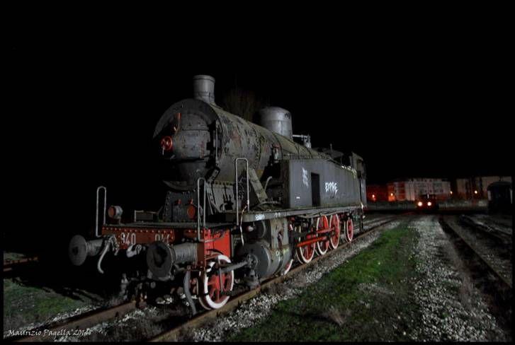 """Nate dalla rielaborazione del precedente progetto del gruppo 740, le locomotive 940 vengono definite """"le locomotive simmetriche"""" perchè in grado di sviluppare la medesima velocità per entrambi i sensi di marcia consentendo così di non dover girare la locomotiva nelle piccole stazioni di testa."""