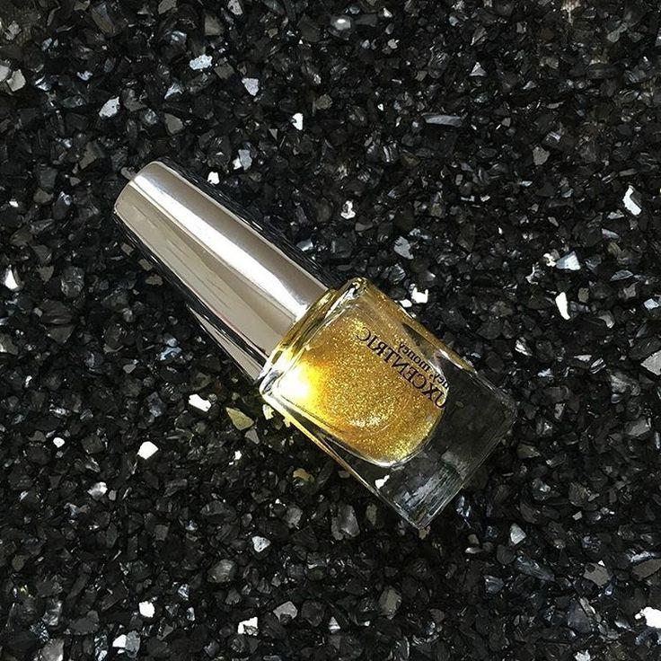 🇬🇧 Sunday Inspo: Add a touch of sparkle to your nails and keep shining with Money Money! ✨🌟 🇫🇷 Ajoutez une touche d'éclat à vos ongles et rayonner peu importe où vous serrez avec Money Money 💅