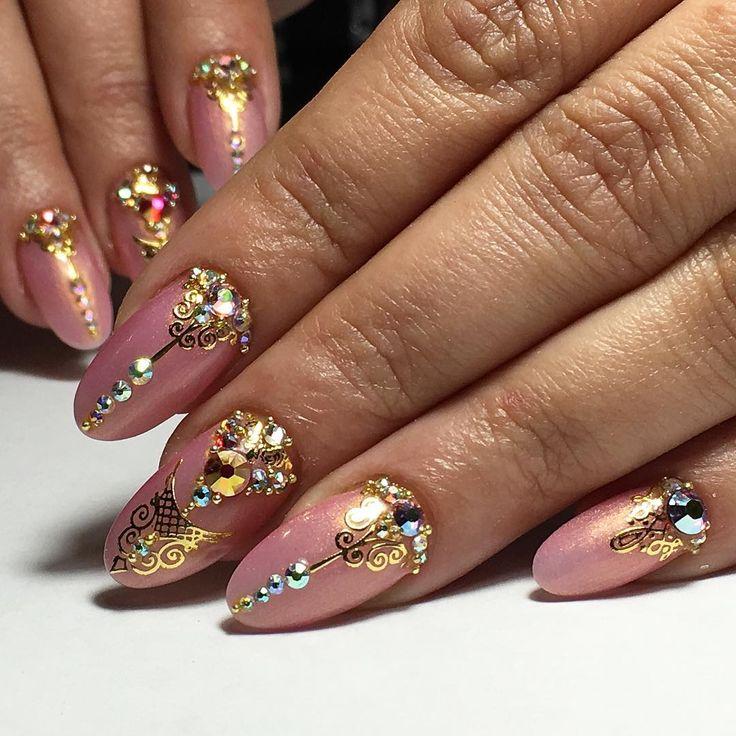 окрасить дизайн ногтей с камнями и стразами фото них хранятся