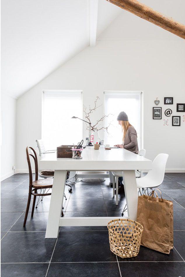 DE LUNARES Y NARANJAS: Miércoles de arquitectura: vivienda nórdica con toques de negro