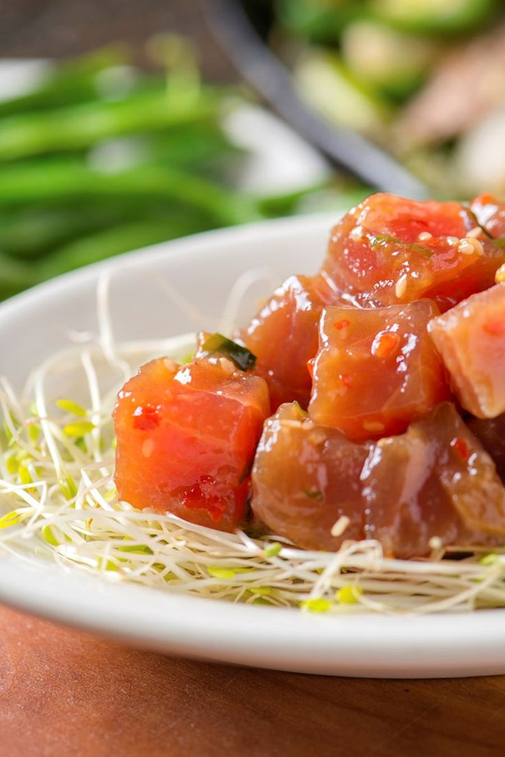 Poke er en eksotisk fiskerett fra Hawaii som er spådd å bli årets store mattrend. I likhet med sushi og ceviche skal nytes rå. Vi viser deg hvordan!