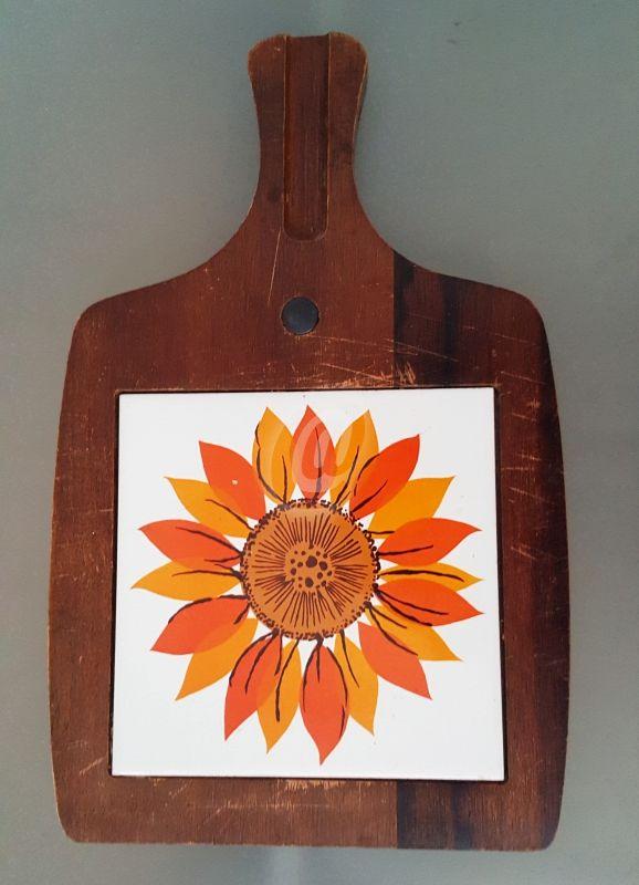 Tocator cu maner, prevazut cu magnet, 33 cm este fabricat de ` costă 29 lei . Tocator cu maner, prevazut cu magnet, 33 cm se afla pe stoc si se plateste la primirea coletului. Mai multe produse din categoria Accesorii bucatarie, Antichitati - Artizanat - Colectionabile, Obiecte din lemn