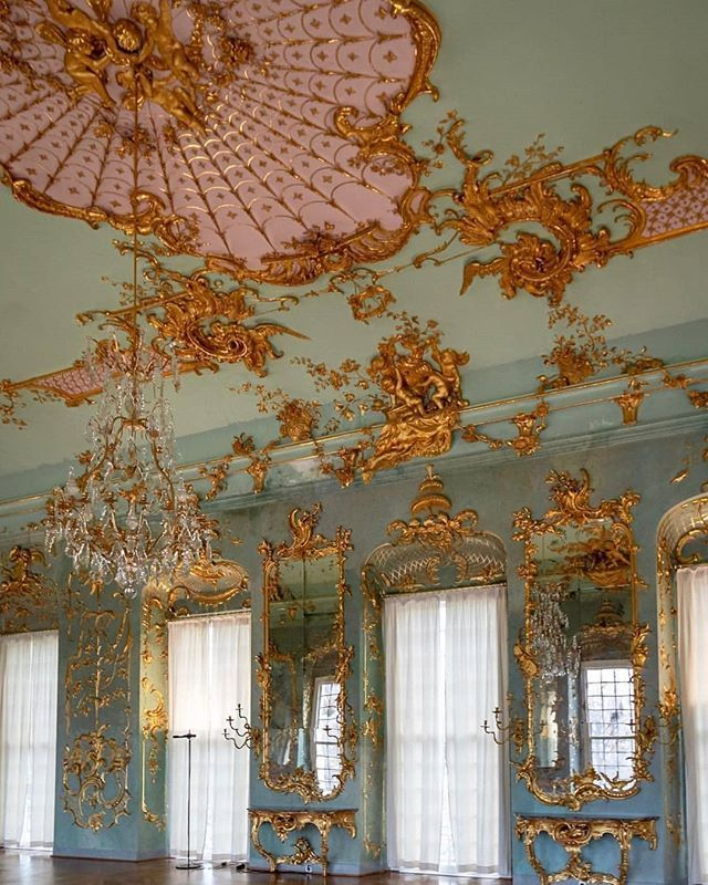 Sumptuous Details From The Golden Gallery At Schloss Charlottenburg Spsgmuseum Congra Parisian Architecture Baroque Architecture Art And Architecture