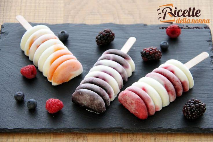 Ghiaccioli allo yogurt e frutta