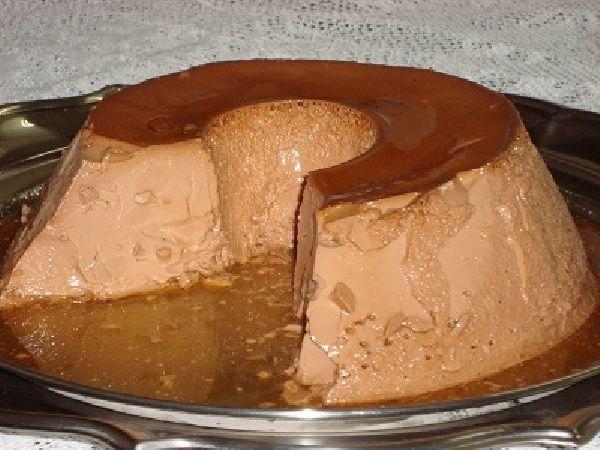 A receita de Pudim de Chocolate em Pó é prática, econômica e deliciosa. Faça para a sobremesa da sua família e receba muitos elogios! Veja Também:Pudim de